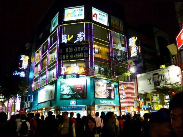 """DU LỊCH ĐÀI LOAN Xõa"""" hết mình ở chợ đêm Tây Môn Đình (Ximending) – khu phố sầm uất nhất Đài Bắc"""